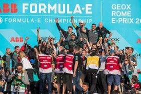 Mitch Evans (NZL), Panasonic Jaguar Racing, 1st position, celebrates with the team